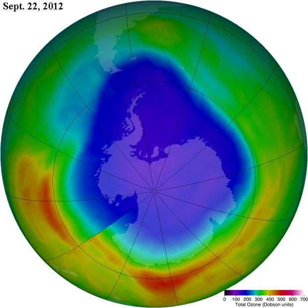 Imagem mostra buraco na camada de ozônio, em lilás, no dia de maior pico do orifício neste ano (Foto: Divulgação/Nasa)