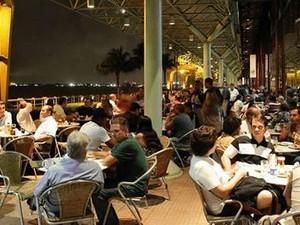 Caio Guimarães diz que cerveja de açaí é bom acompanhamento para comidas e sobremesas (Foto: Divulgação / Amazon Beer)