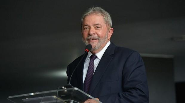 """Lula diz que rebaixamento da nota do Brasil """"não significa nada"""""""