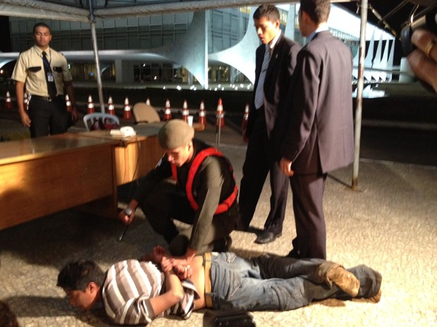 Man detained after trying to break into the presidential palace in Brasilia (photo: G1)