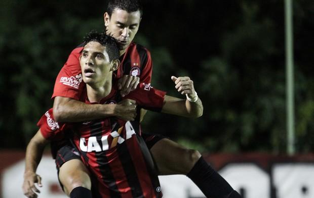 Crislan, Atlético-PR gol sobre Toledo (Foto: Joka Madruga/Agência Estado)