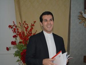 Padre Thiago Cosmo, de Mogi das Cruzes (Foto: Maiara Barbosa/ G1)