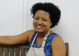 Tânia Toko, cozinheira de mão cheia dentro e fora da telinha (Foto: Malhação / Tv Globo)