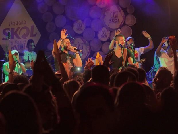 Rafa Marques e Pipo Marques, da Oito7Nove4, em show em Salvador, na Bahia (Foto: Heber Barros/ Divulgação)