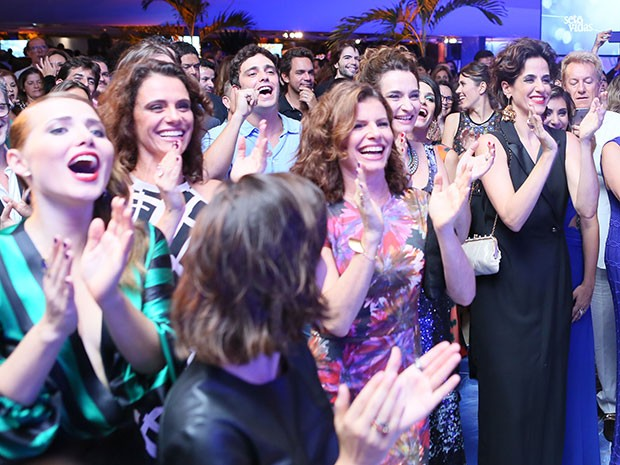 Elenco canta parabéns para Domingos Montagner (Foto: Isabella Pinheiro/Gshow)