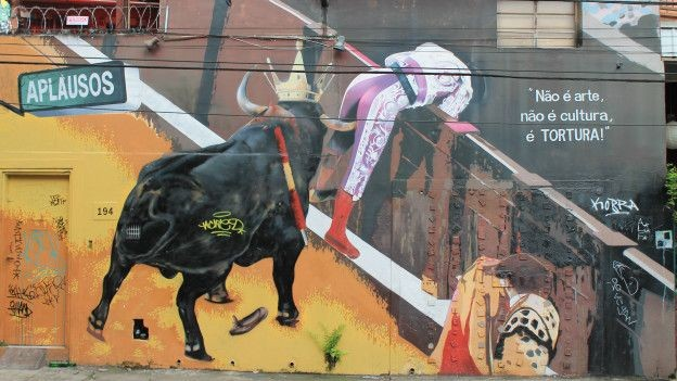 Kobra dedica sua obra à defesa dos direitos dos animais (Foto: Charles Humpreys/BBC)