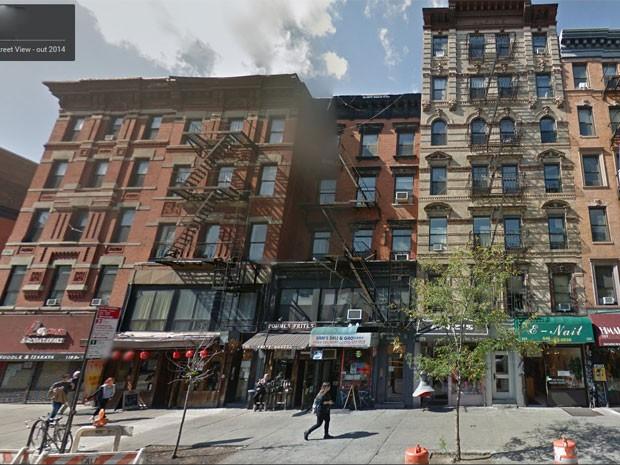 Prédio conta com estabelecimentos comerciais no térreo (Foto: Reprodução/Google Street View)