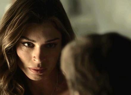 Lívia vê Tomaz chorando por Clara