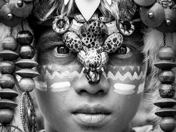 O segundo lugar na categoria foto monocromática foi modelo em festival de moda em Jember, Java Ocidental, na Indonésia. (Foto: Sue O'Conell/www.tpoty.com/BBC)
