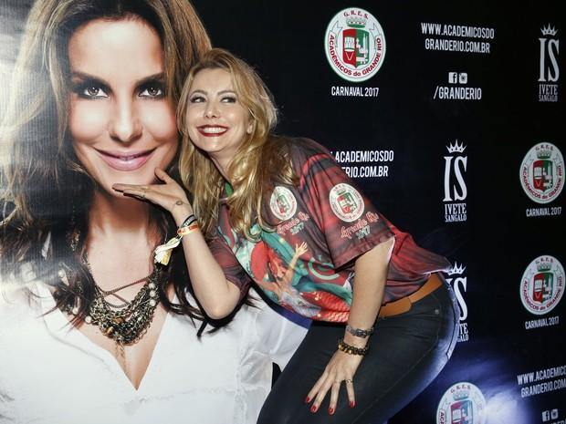 Simone Soares na quadra da Grande Rio, em Duque de Caxias, na Baixada Fluminense, no Rio (Foto: Marcos Serra Lima/ EGO)