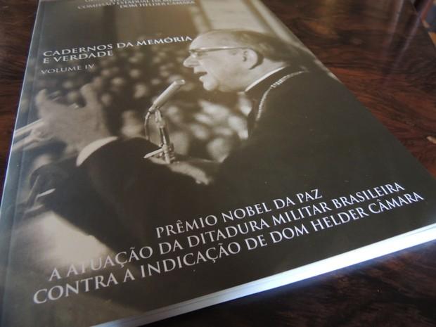 Livro Dom Helder (Foto: Thays Estarque/G1)