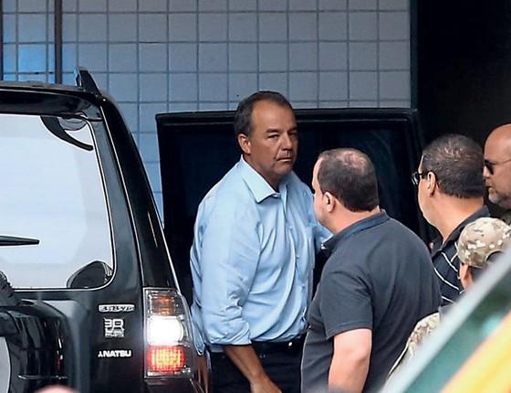 O ex-governador Sérgio Cabral,preso,chega á Polícia Federal (Foto:  WILTON JUNIOR/ESTADÃO CONTEÚDO)