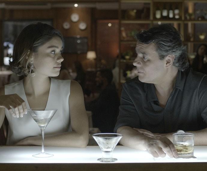 Alice pede mais tempo para Evandro (Foto: TV Globo)