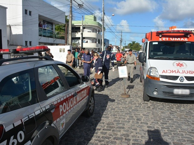 Samu chegou a ser chamado, mas a vítima não resistiu e morreu antes da ambulância chegar (Foto: Walter Paparazzo/G1)