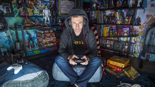 Zero1 reestreia com 'unboxing' de Nintendo Switch e bomba na web