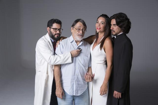 """Elenco da peça """"Agora & na hora"""", com Walter Lima Júnior, o diretor do espetáculo, escrito por Luis Erlanger.  (Foto: Divulgação/Leonardo Aversa)"""