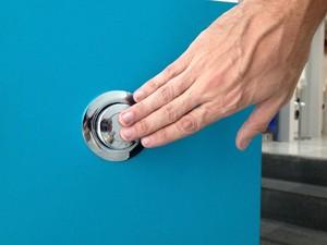 Chuveiros com acionamento automático ajudam a economizar água no banho