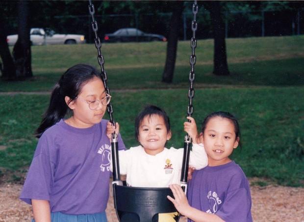 Priscilla e suas irmãs (Foto: Reprodução/ Facebook)