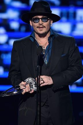 Johnny Depp em premiação em Los Angeles, nos Estados Unidos (Foto: Kevin Winter/ Getty Images/ AFP)