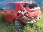 Carreta arrasta carro de professora em acidente em Vila Velha, ES