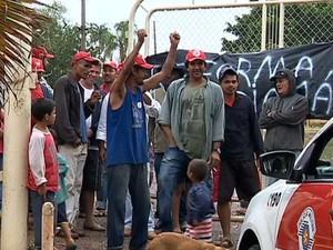 Segundo Polícia Militra, desocupoação foi pacifica (Foto: Reprodução/TVFronteira)