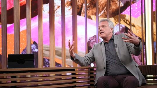Pedro Bial conta que pediu mudança da posição do sofá no 'Conversa com Bial'
