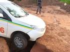 Ladrões roubam táxi, amarram taxista em mata e fogem após caírem em vala