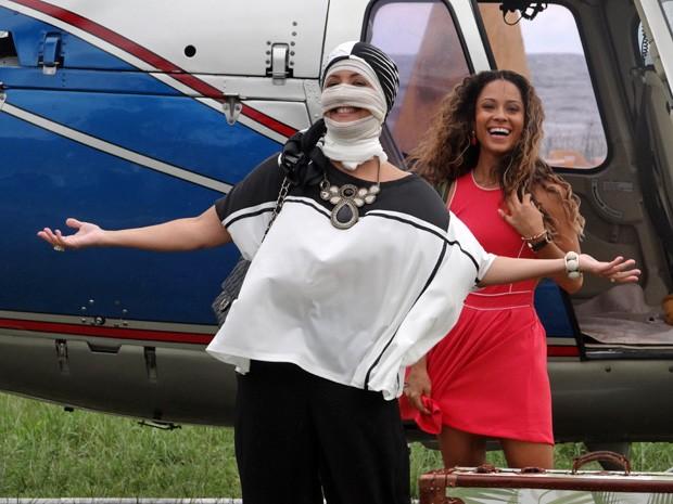Figura estranha aterrissa em Vila dos Ventos (Foto: Vila dos Ventos / TV Globo)