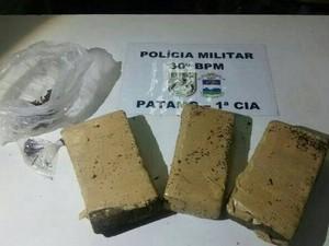 Tabletes pesavam mais de 2 Kg (Foto: PM 30º BPM/Divulgação)
