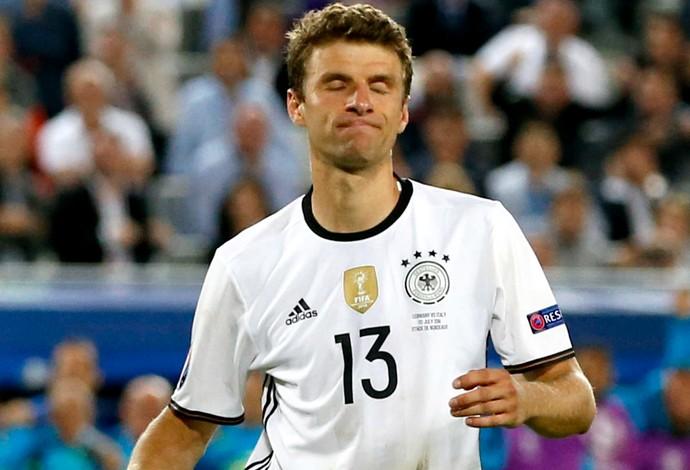 Thomas Müller pênalti Alemanha (Foto: EFE)
