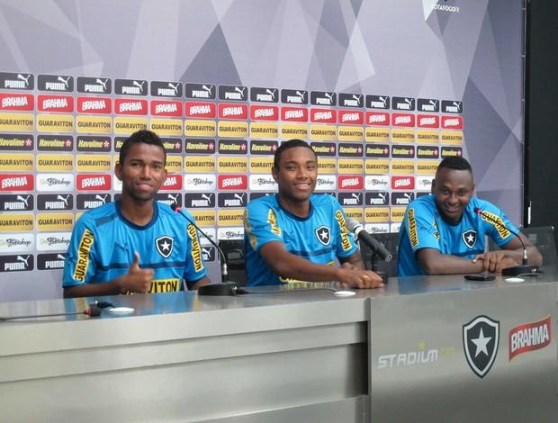Cidinho, Vitinho e Sassá coletiva Botafogo (Foto: Rafael Cavalieri)