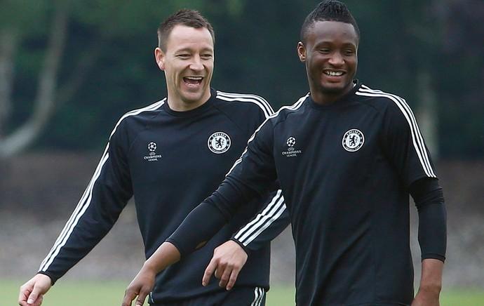 Terry e mikel chelsea treino (Foto: Reuters)