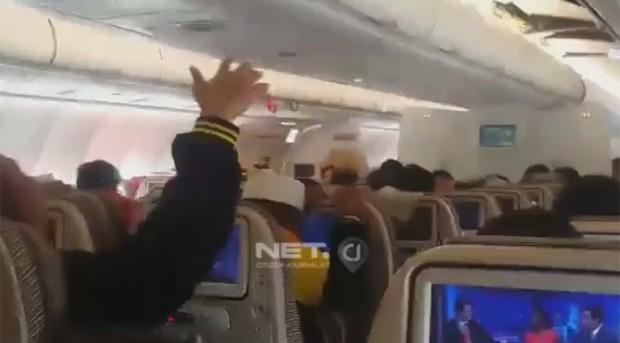 Turbulência aconteceu 45 minutos antes da aeronave chegar em Jacarta  (Foto: Reprodução/Netcj.co.id)