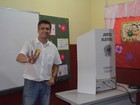 Prefeito de Macapá Clécio Luís vota em escola no Centro da capital