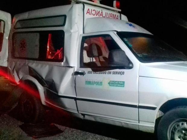 Acidente com ambulância deixa quatro feridos na Bahia (Foto: Divulgação/PRF)