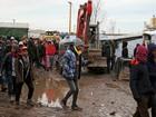 Retirada de centenas de migrantes de Calais é adiada pela justiça