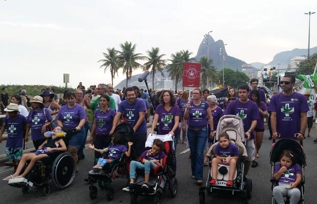 Marcha da Maconha reúne mais de mil pessoas no Rio
