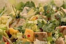 Salada tropical de frango com manga: anote a receita da Nigella