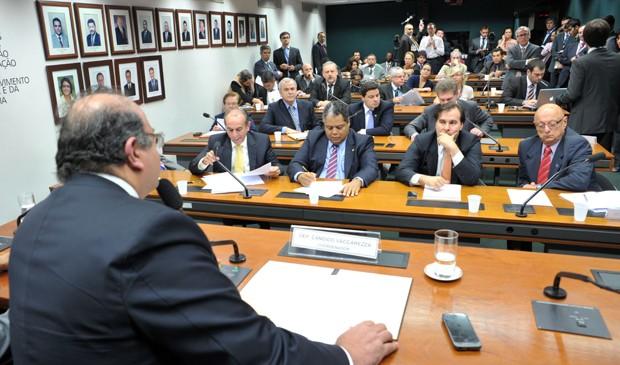 O deputado Cândido Vaccarezza (PT-SP) coordena primeira reunião do grupo formado para propor a reforma política na Câmara (Foto: Zeca Ribeiro/Ag.Câmara)