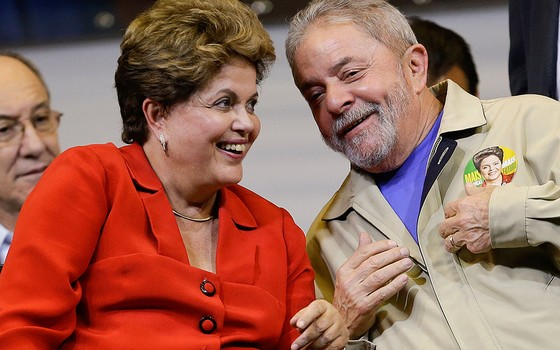 A presidente Dilma e o ex-presidente Lula em agosto de 2014 (Foto: AP Photo/Andre Penner)