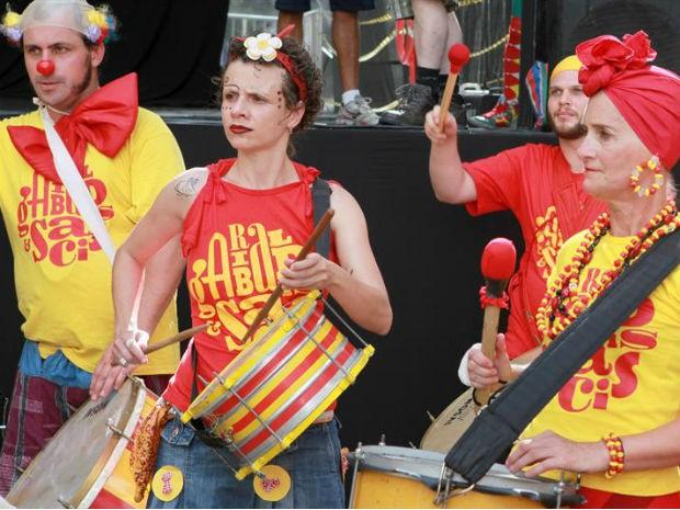 Bloco pré-carnavaleco Garibaldis e Sacis começou a desfilar na capital em 1999 (Foto: Cesar Brustolin/ SMCS /Divulgação)