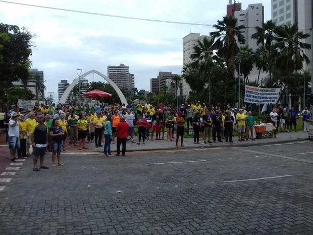 Manifestação ocupa Praça Portugal, no Bairro Aldeota, em Fortaleza (Foto: Leandro Silva/ TV Verdes Mares)