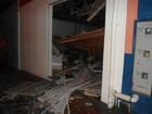 Teto de agência bancária desmorona após explosão de caixa no Paraná