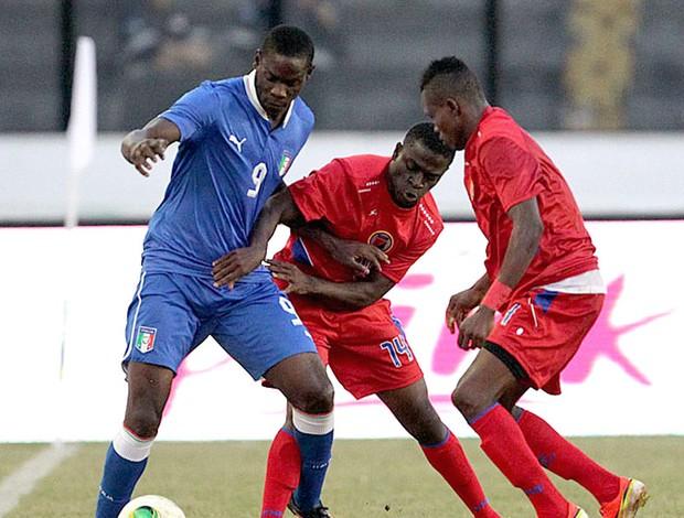 Balotelli jogo Itália e Haiti São Januário (Foto: Marcelo Sadio / Site do Vasco)
