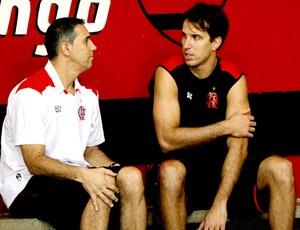 José Neto e Marcelinho treino basquete Flamengo (Foto: Cezar Loureiro / Agência O Globo)