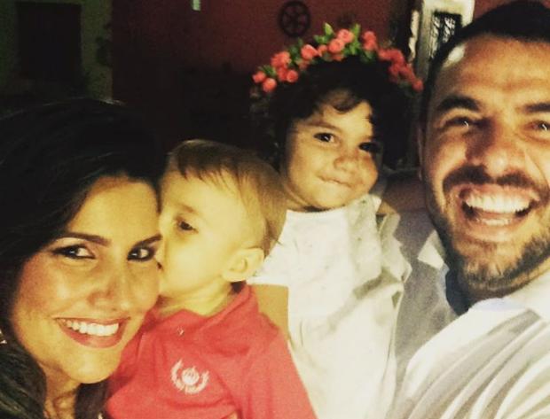 Mariana Felício e Daniel Saullo com os filhos (Foto: Reprodução/Instagram)