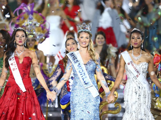 Mireia Lalaguna é coroada Miss Mundo neste sábado (19) na China (Foto: OHANNES EISELE/AFP)