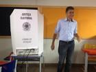 Expedito vota em Rolim de Moura (Magda Oliveira/G1)