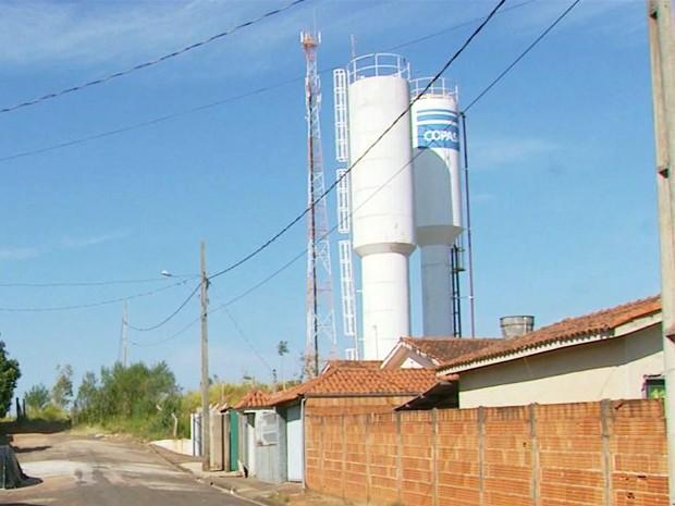 Por problema em uma adutora, moradores de Areado ficam sem água (Foto: Tarciso Silva / EPTV)