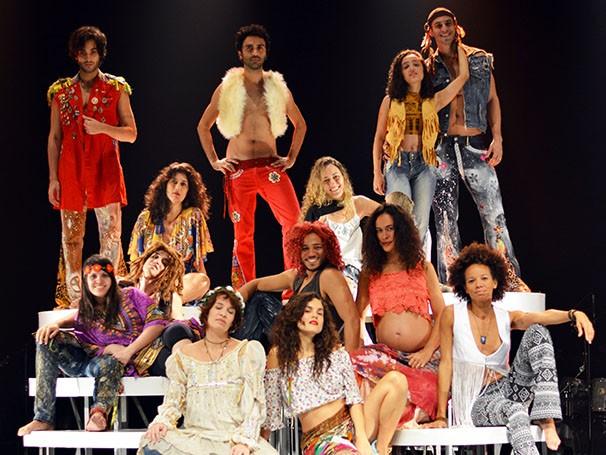 O espetáculo canta, dança e interpreta canções (Foto: Divulgação/Marcos Felipe)